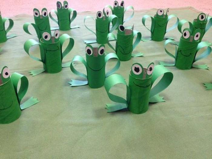 rotoli-carta-igienica-dipinti-verde-trasformati-ranocchie-grandi-occhi-zampe