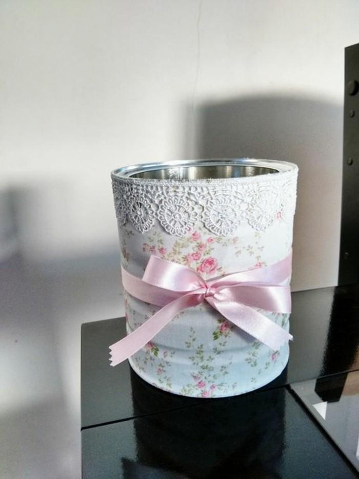 scatole-di-latta-idea-barattolo-decorato-stile-vintage-carta-colorata-pizzo-nastro-rosa-portaoggetti