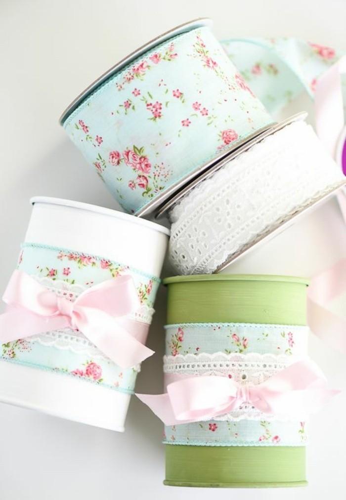 scatole-di-latta-vintage-colore-bianco-verde-carta-colorata-fiocchi-decorazione-colla