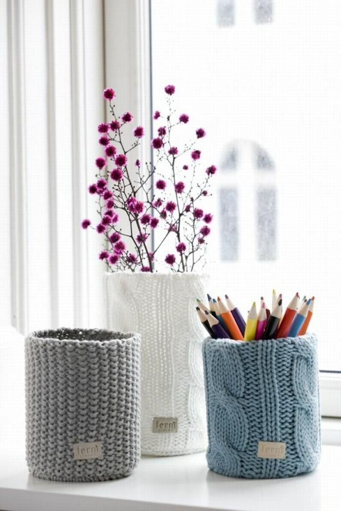 scatole-di-latta-vintage-decorate-rivestimento-lana-lavoro.maglia-colore-bianco-grigio-azzurro-portaoggetti-vaso