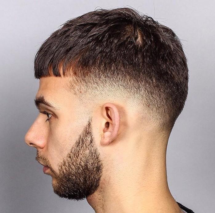 sfumature-capelli-uomo-taglio-scodella-frangia-corta-basetta-goccia-barba-lunghezza-media