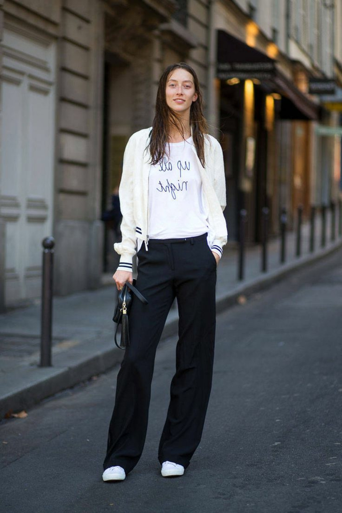 stile-abbigliamento-donna-sportivo-elegante-smart-chic-pantalone-largo-nero-scarpe-ginnastica-t-shirt-felpa