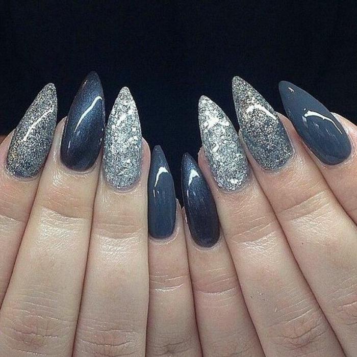 stiletto-unghie-punta-colorate-decorazione-nail-art-colore-blu-scuro-glitterato-argento-glitter
