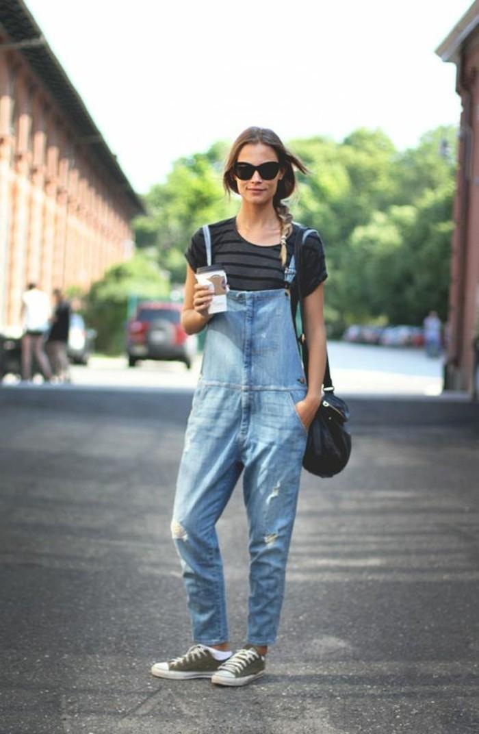 street-style-abbigliamento-ragazza-tuta-jeans-t-shirt-semplice-colore-scuro-scarpe-converse-occhiali-da-sole