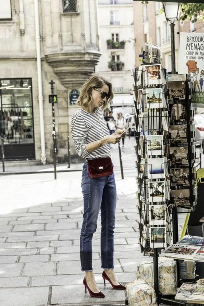 street-style-francese-ragazza-jeans-vintage-maglietta-basic-scarpe-rosse-tacco-alto-borsetta-abbinata