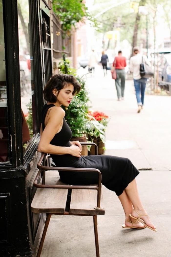 taglio-a-caschetto-idea-donna-stile-elegante-acconciatura-asimmetrica-effetto-voluminoso-vestito-nero