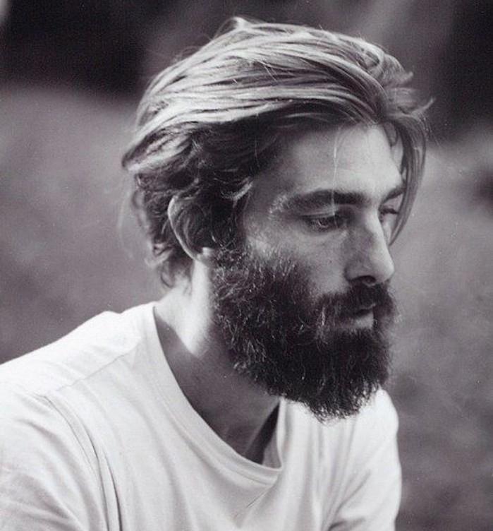 Taglio di capelli medio lunghi uomo