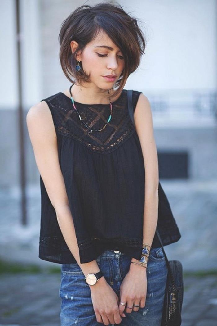 taglio-caschetto-ideale-capelli-ondulati-voluminosi-ciuffi-piu-lunghi-davanti