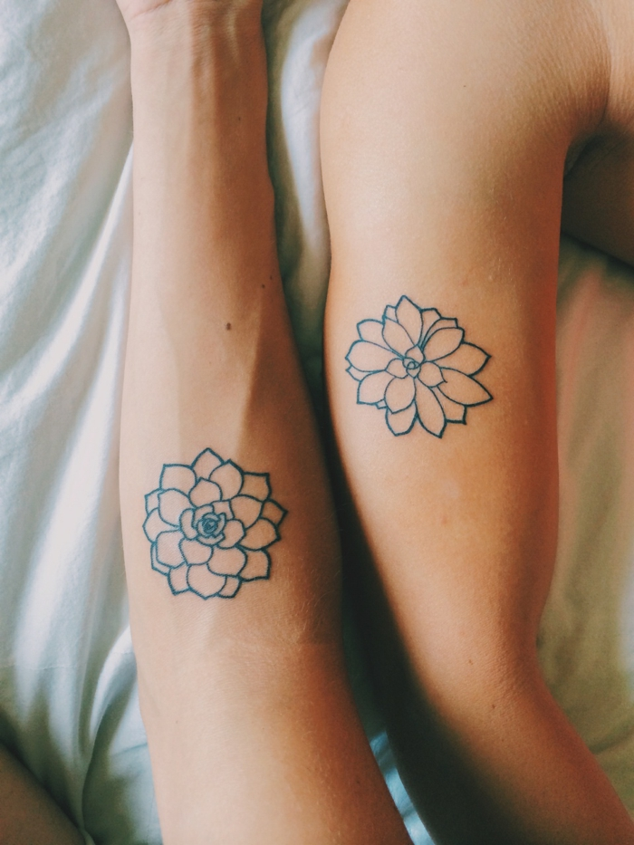 tattoo-fiori-significato-due-adorabili-fiori-loto-solo-contorno-ideali-donne