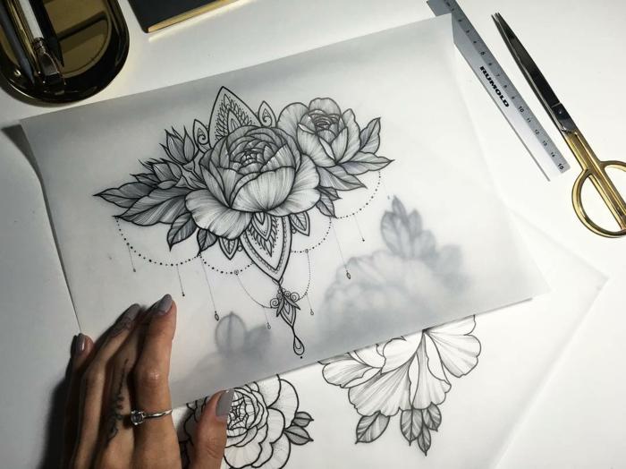 tatuaggio-fiore-idea-raffinata-disegno-bianco-nero-splendida-peonia-foglie