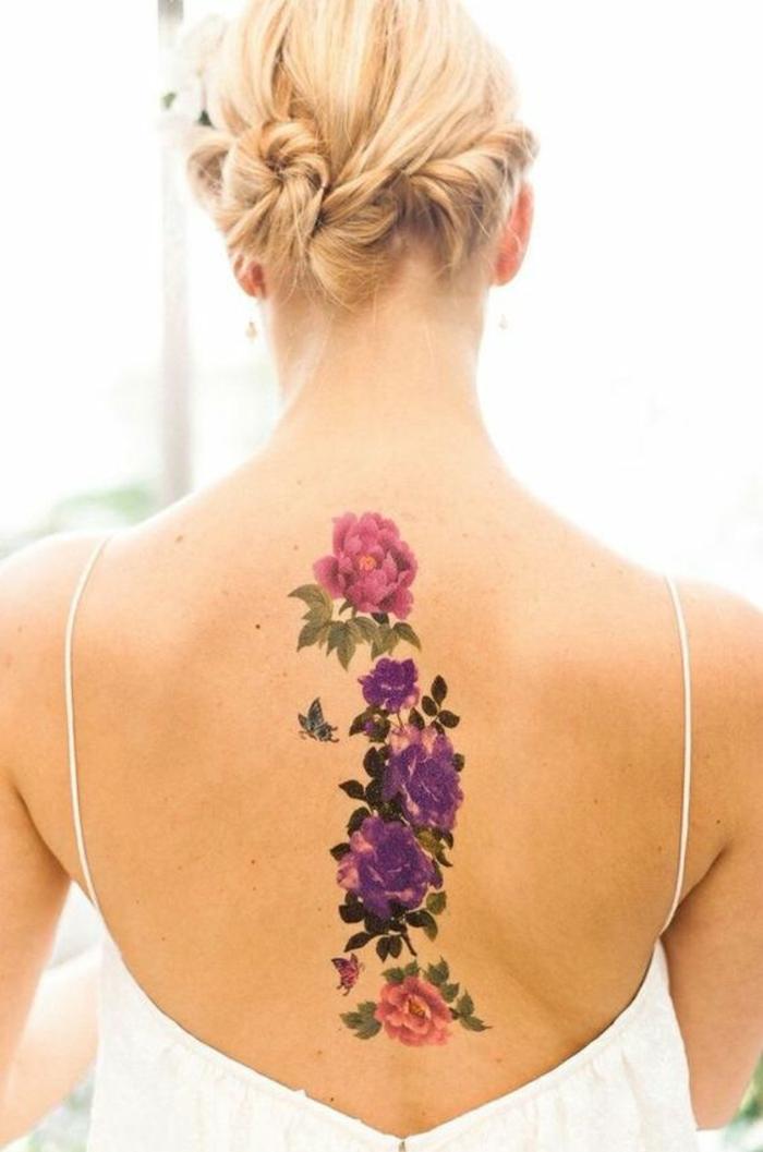 tatuaggio-fiori-disegno-sviluppa-verticale-centro-schiena-rose-colorate