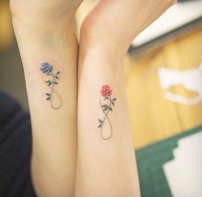tatuaggio-fiori-idea-elegante-rose-colorate-foglie-verdi-interno-simbolo-infinito