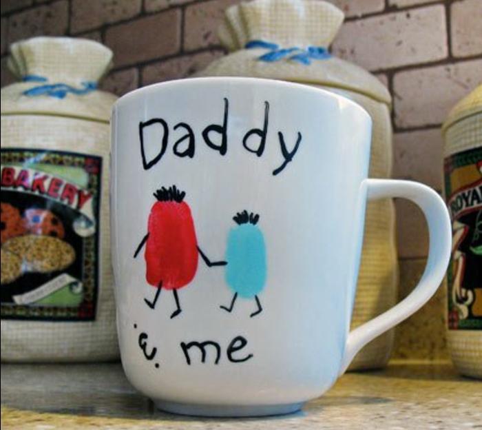 tazza-colore-bianco-mug-decorata-disegnata-bambini-scritta-Daddy-and-me-idea-regalo-festa-del-padre