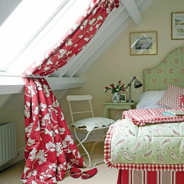 tenda-finestra-mansarda-soluzione-tessuto-oscurante-rosso-fiori-bianchi-bastone-metà-blocco