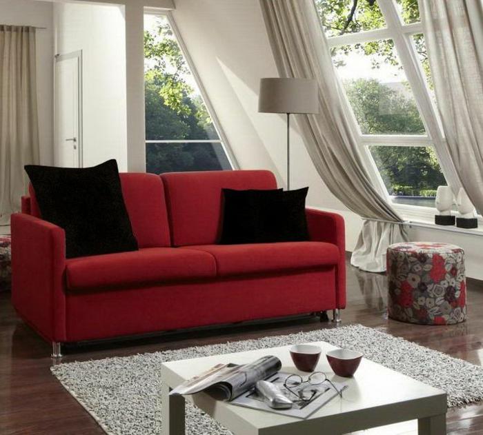 tende-finestra-mansarda-proposta-elegante-soggiorno-tessuto-bianco-trasparente-bloccato-fondo