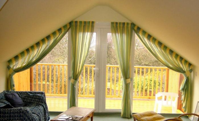 tende-mansarda-soluzione-quattro-elementi-due-a-due-finestra-molto-grande-colore-verde