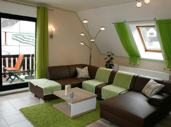 tende-per-mansarda-due-soluzioni-bastone-stesso-colore-verde-mela-una-tradizionale-altra-obliqua-