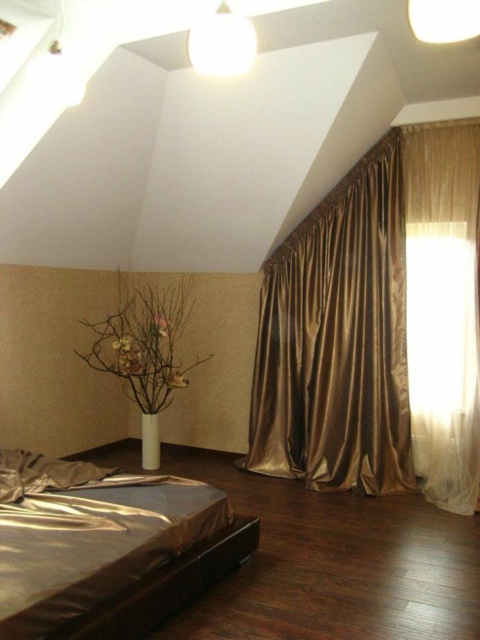 tende-per-mansarda-proposta-elegante-tessuto-lucido-prezioso-color-oro-cade-morbido