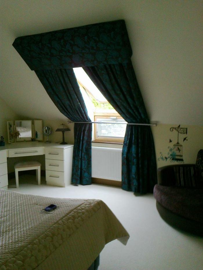 tende-per-mansarde-idea-stile-retrò-tessuto-colore-oscuranti-camera-letto