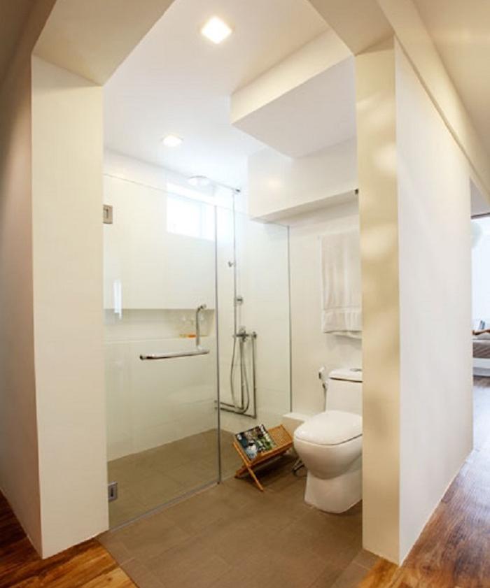 toilette-originale-wc-spazio-aperto-parete-vetro-pavimento-decorazioni-stile-minimal