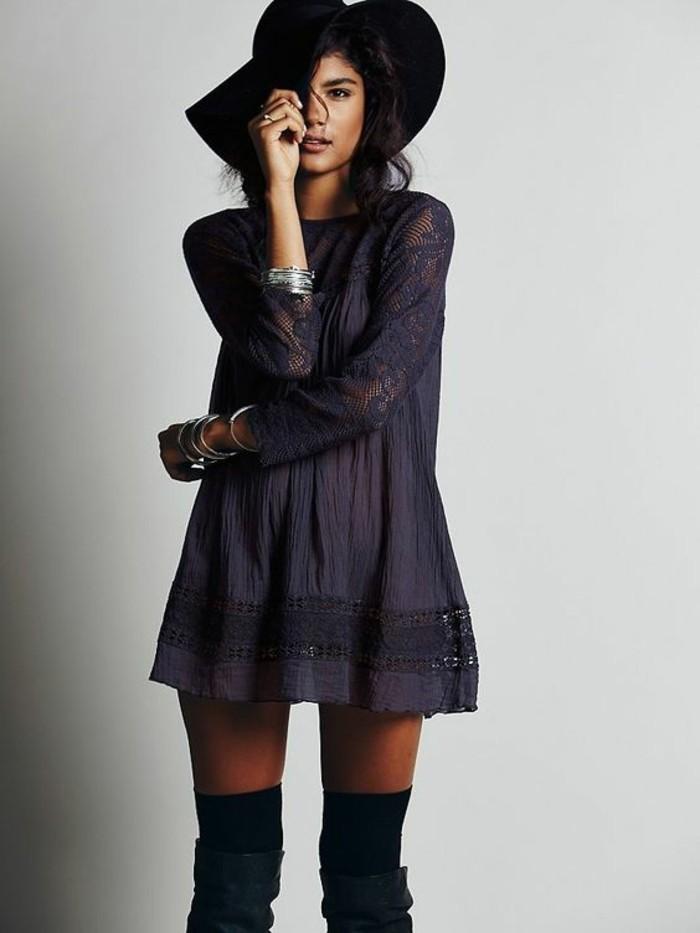 tunica-colore-blu-manica-lunga-cappello-nero-stivali-alti-calze-molto-lunghe