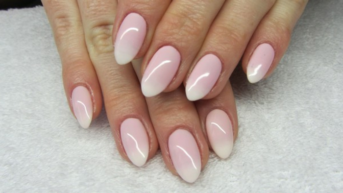 unghie-a-mandorla-mani-modello-unghie-color-rosa-sfumature-bianche-gel