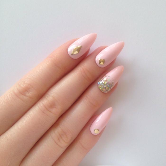 unghie-a-punta-gel-smalto-rosa-chiaro-brillantini-glitter-color-oro-idea-decorazione