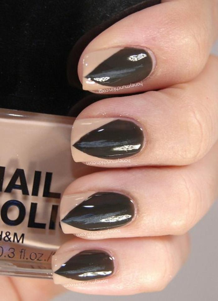 unghie-a-stiletto-finte-base-beige-nero-forma-rettangolare-idea-nail-art