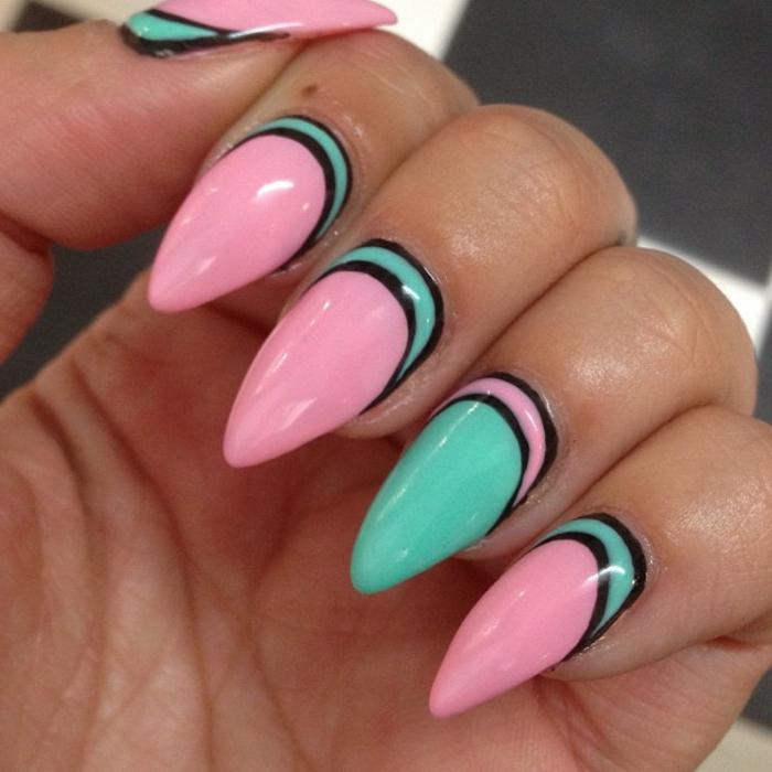 unghie-decorate-forma-stiletto-arrotondato-colore-rosa-azzurro-strisce-nere