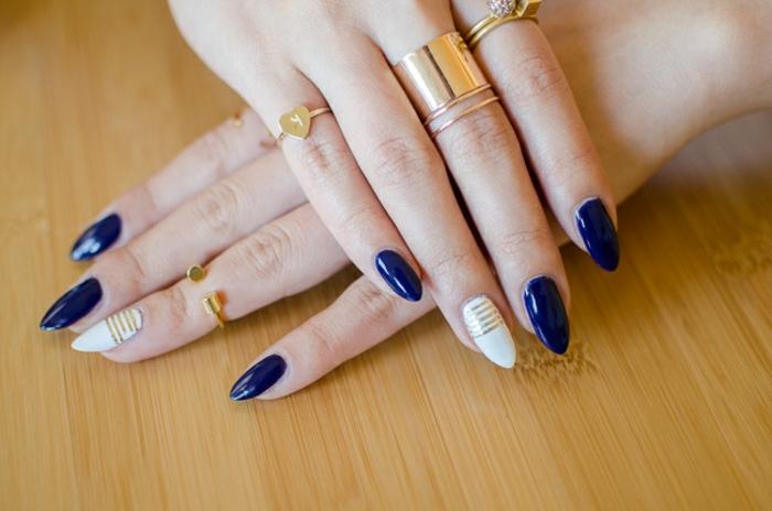 unghie-mandorla-media-lunghezza-colore-blu-acceso-accent-nail-anulare-colore-trasparente