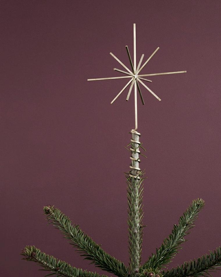 Lavoretti di Natale fai da te, albero natalizio originale con stella in metallo e rami verdi di pino