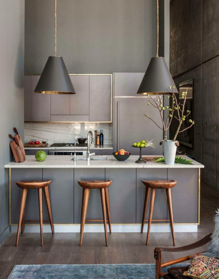 Design moderno di colore grigio con lampade a sospensione sull'isola centrale