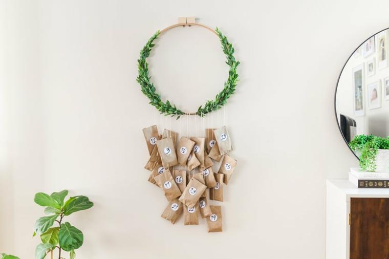 calendario dell avvento appeso corona verde di legno ghirlande natalizie fai da te