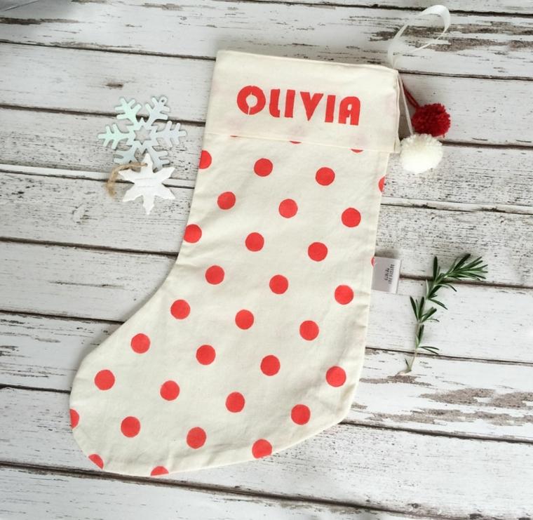 Addobbi di Natale, calza di colore bianco personalizzata con il nome Olivia e pois rosse
