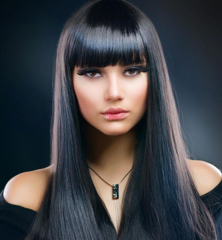 Taglio capelli lunghi frangia