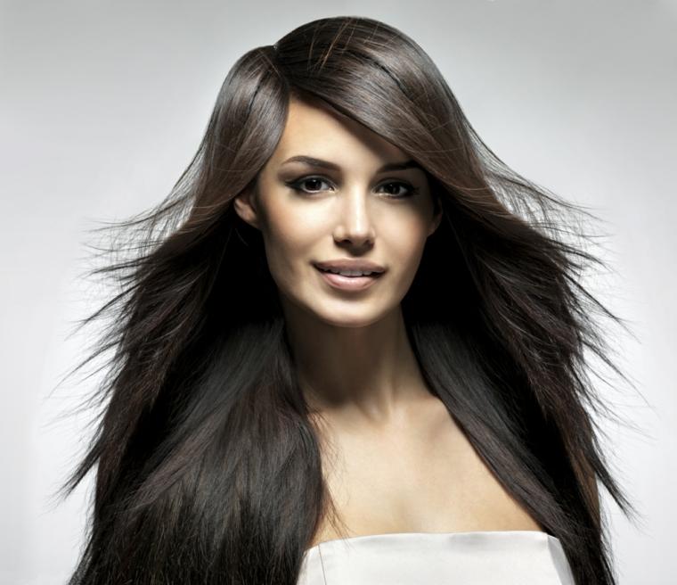 Tagli capelli lunghi con volume
