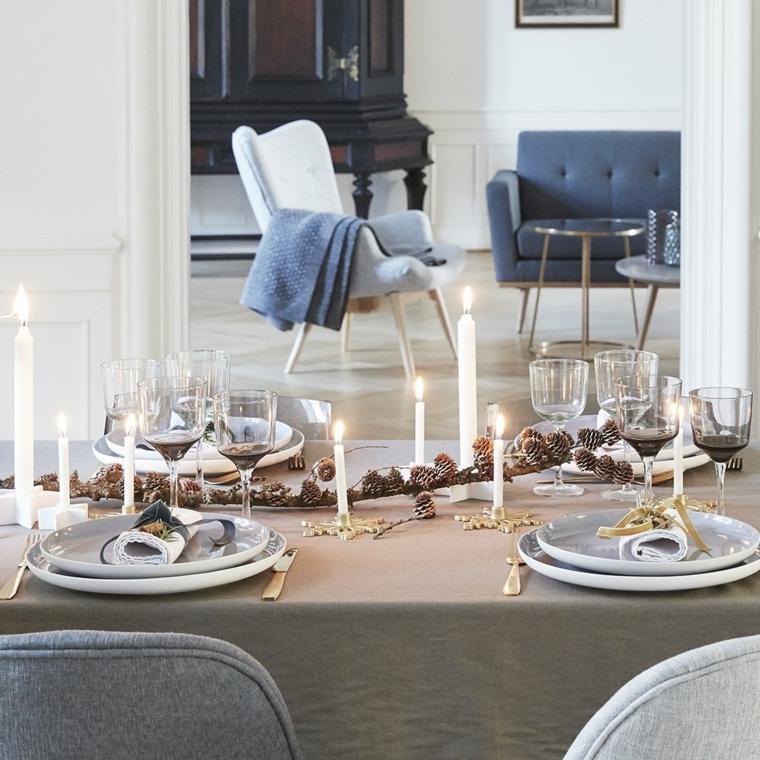 Lavoretti di Natale fai da te, idea decorazione con un ramo di legno e pigne, portacande e candele alte