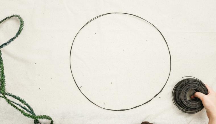 cerchio di fil di ferro ghirlanda natalizia per porta tutorial decorazioni fatte a mano