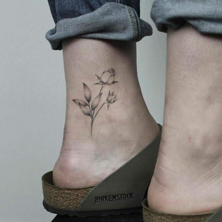 Tatuaggi caviglia, disegno rosa con foglie, tattoo sulla caviglia di una donna