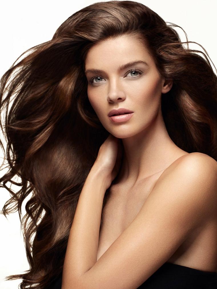 Tagli capelli castani lunghi