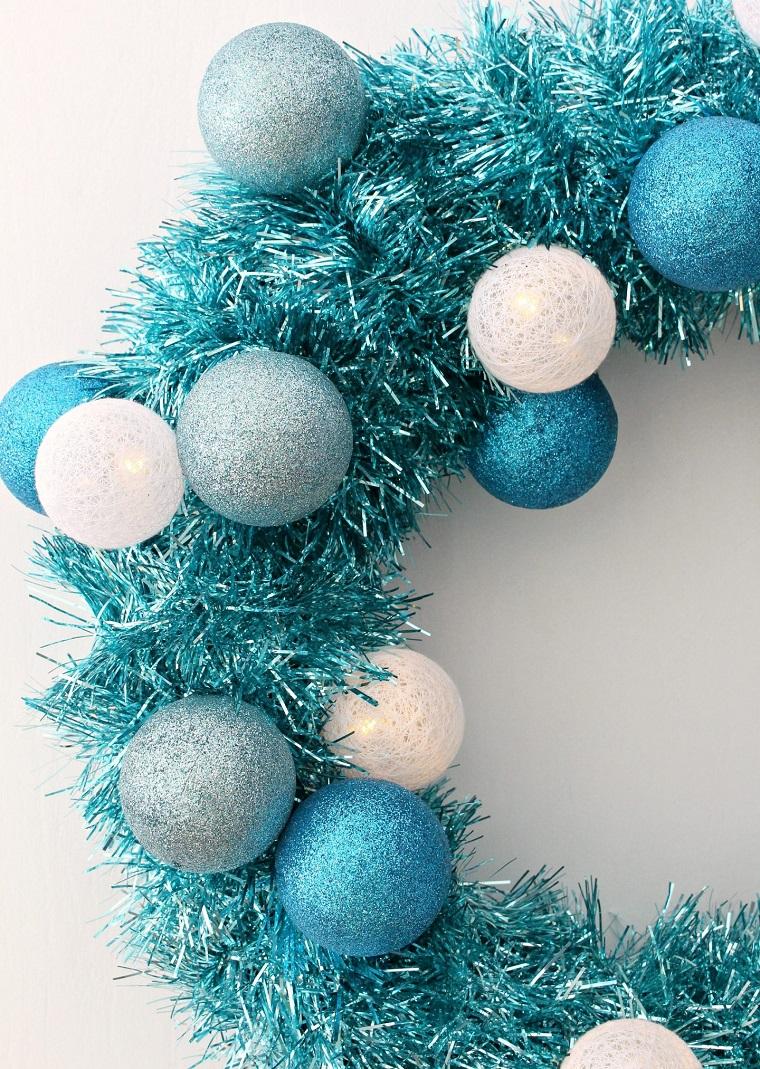 come rivestire una ghirlanda di polistirolo palline di colore azzurro bianco