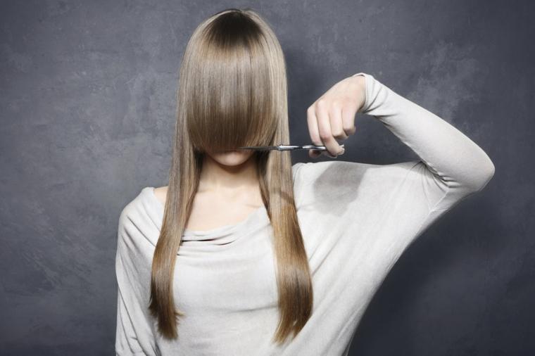 Tagliere i capelli lunghi a casa, consigli per la cura dei capelli biondi