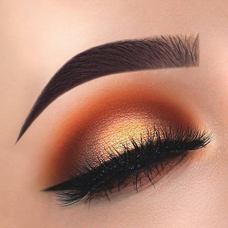 immagini trucco occhi, un make up realizzato con toni caldi dell'oro e del mattone