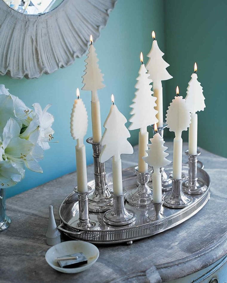 Lavoretti natalizi, un centrotavola con vassoio di argento e candele a forma di albero di Natale