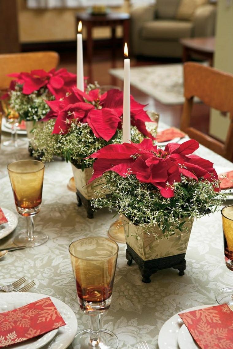 Centrotavola fai da te, composizioni floreali in dei vasetti piccoli con stelle di Natale