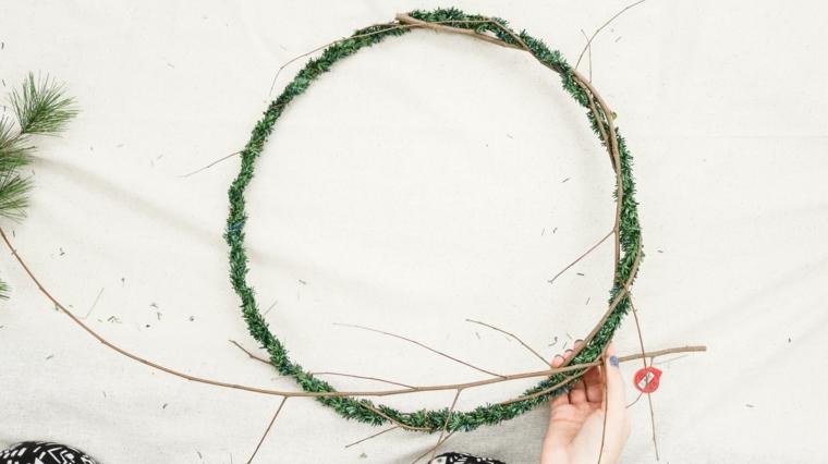corona con rametti secchi tutorial decorazioni natalizie per porte