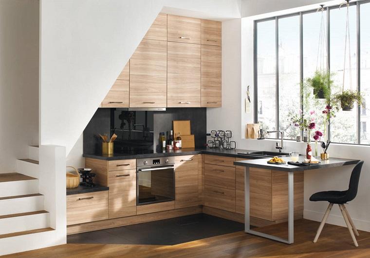 Free cucine moderne piccole con piano di lavoro di colore nero e armadietti in legno with cucine - Cucine angolari piccole dimensioni ...