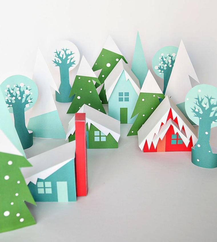 Creazioni natalizie in cartone colorato, casette innevate e alberi