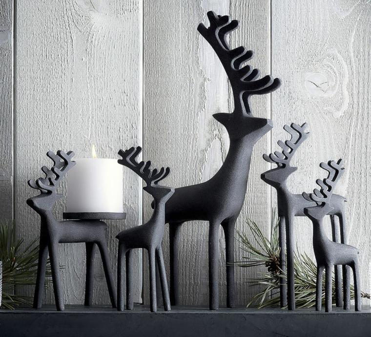 Decorazioni natalizie, statuine di metallo con renne, candelabro con una candela rotonda