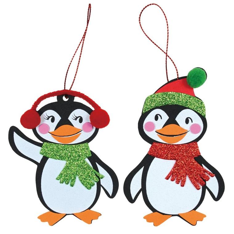 disegni natalizi per bambini, due allegri pinguini con sciarpa, paraorecchie e cappelloi